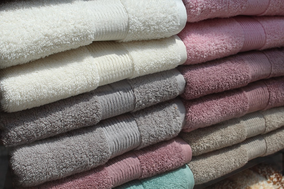 """Image of towels for UK Saunas article """"15 Sauna Tips to Revolutionise Your Sessions"""""""