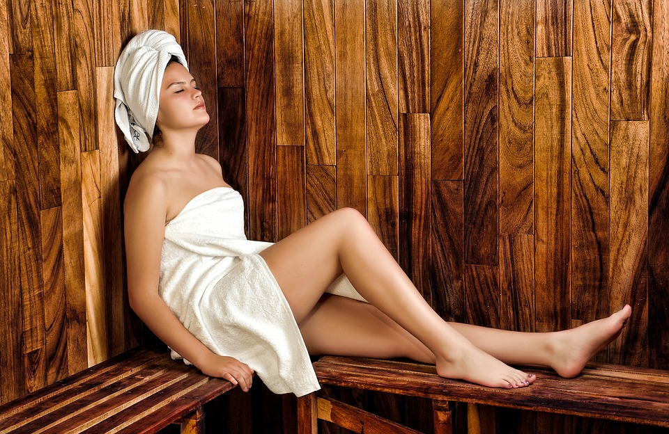"""Woman in sauna for UK Saunas article """"15 Sauna Tips to Revolutionise Your Sessions"""""""